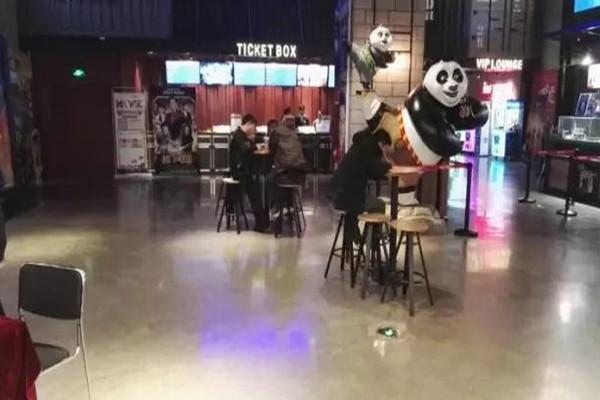 电影院选择昆明环氧地坪漆施工时需要注意的原则